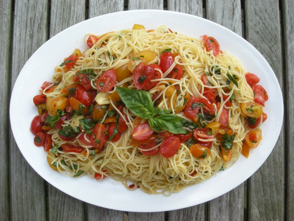 Pasta, capellini with basil and fresh tomatoes 1
