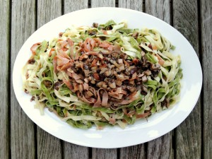 Pasta, fettuccine with ham and mushrooms (paglia e fieno) 1