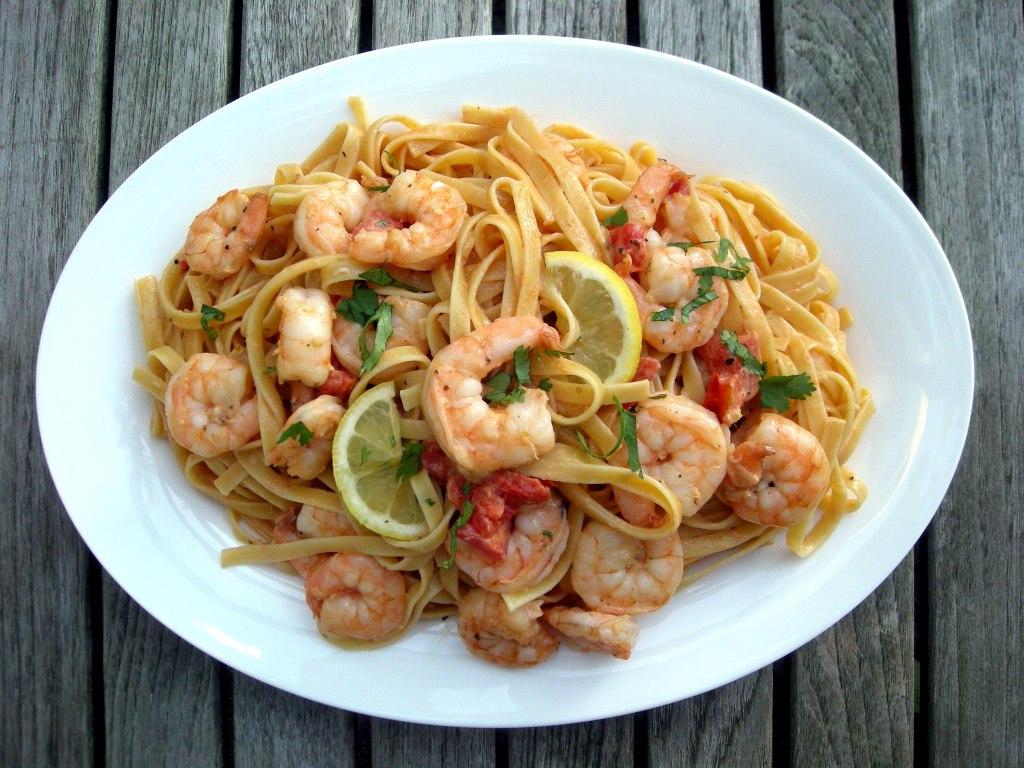 Pasta, fettuccine with shrimp and creamy tomato sauce 1