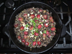 Rice, wild rice with almonds, currants and grapes 1