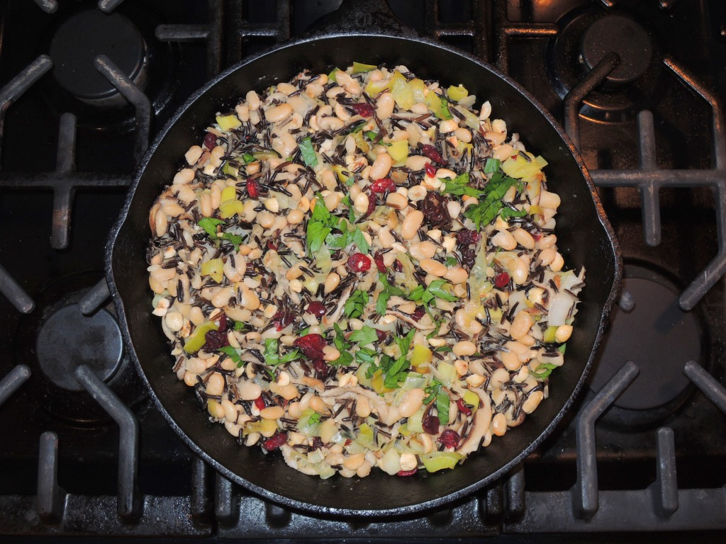 Rice, wild rice with white beans, dried cranberries and hazelnuts 1