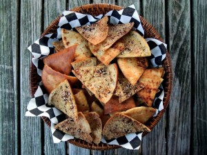 Appetizers, chips, crackers and other dunkers, pita toasts with za'atar 1