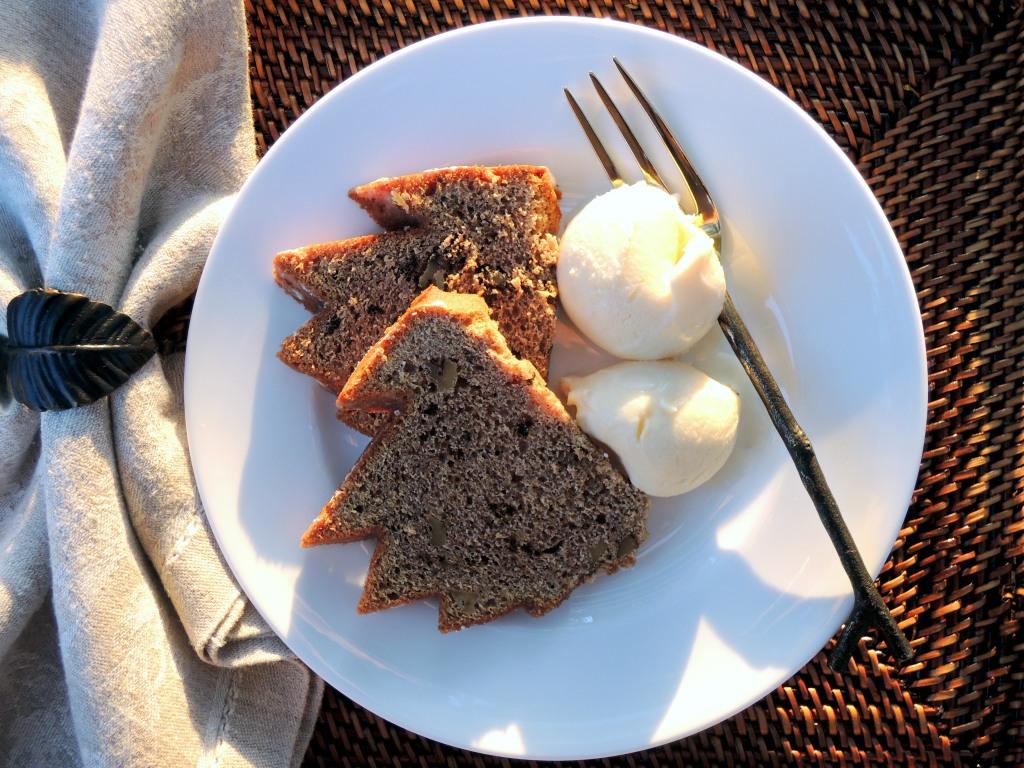Desserts, cakes, bundt cakes, walnut spice cake with lemon glaze 3