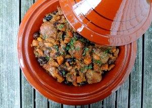 Chicken, fricassees, chicken tagine with kumquats and prunes 1