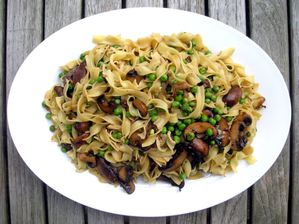 Pasta, egg noodles with mushrooms and peas 1