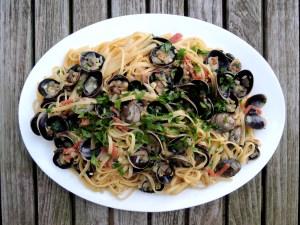 Pasta, linguine alla vongole (with white clam sauce) 1