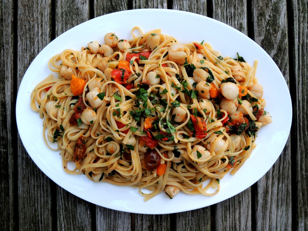 Pasta, linguine with basil and bay scallops 1