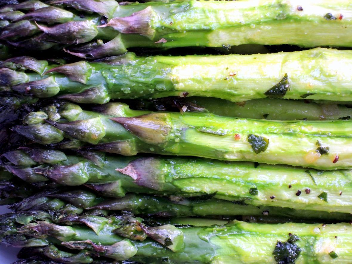 Vegetables, asparagus, roasted asparagus with garlic 2