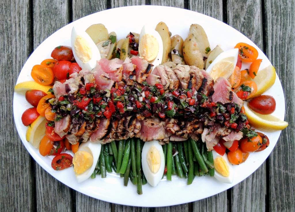 Fish, tuna, pan-seared tuna steaks with Nicoise vinaigrette 1
