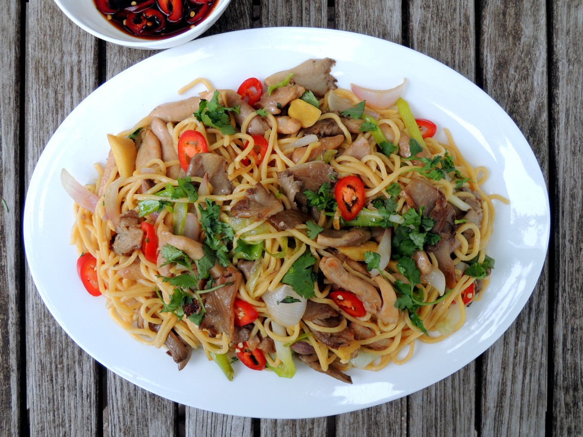 Pasta, lo mian with chicken and oyster mushrooms 1