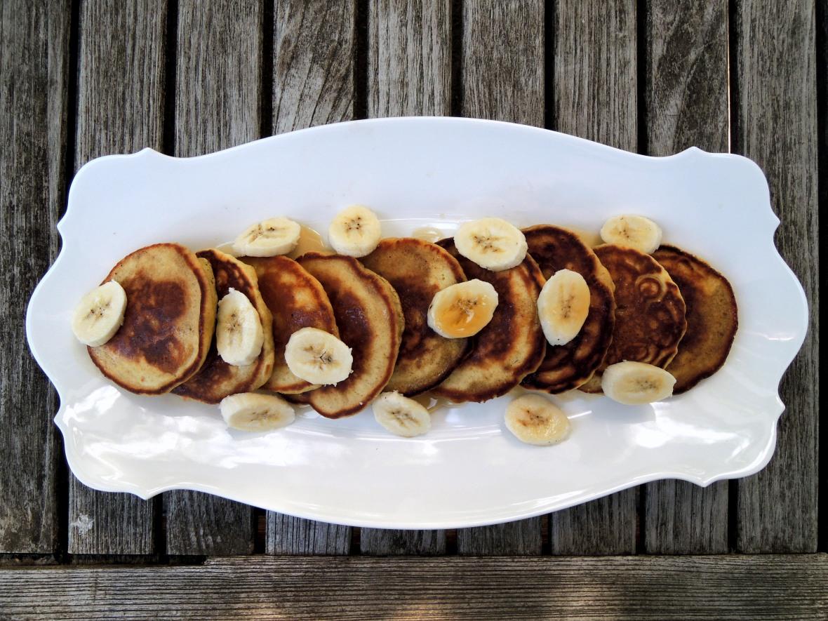 Pancakes, drop scones, flapjacks, griddle cakes, hotcakes et al, banana pancakes 1