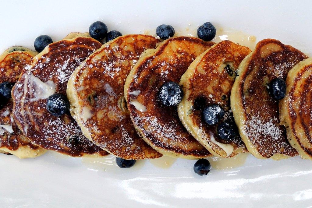Pancakes, drop scones, flapjacks, griddle cakes, hotcakes, et al, buttermilk flapjacks 2a