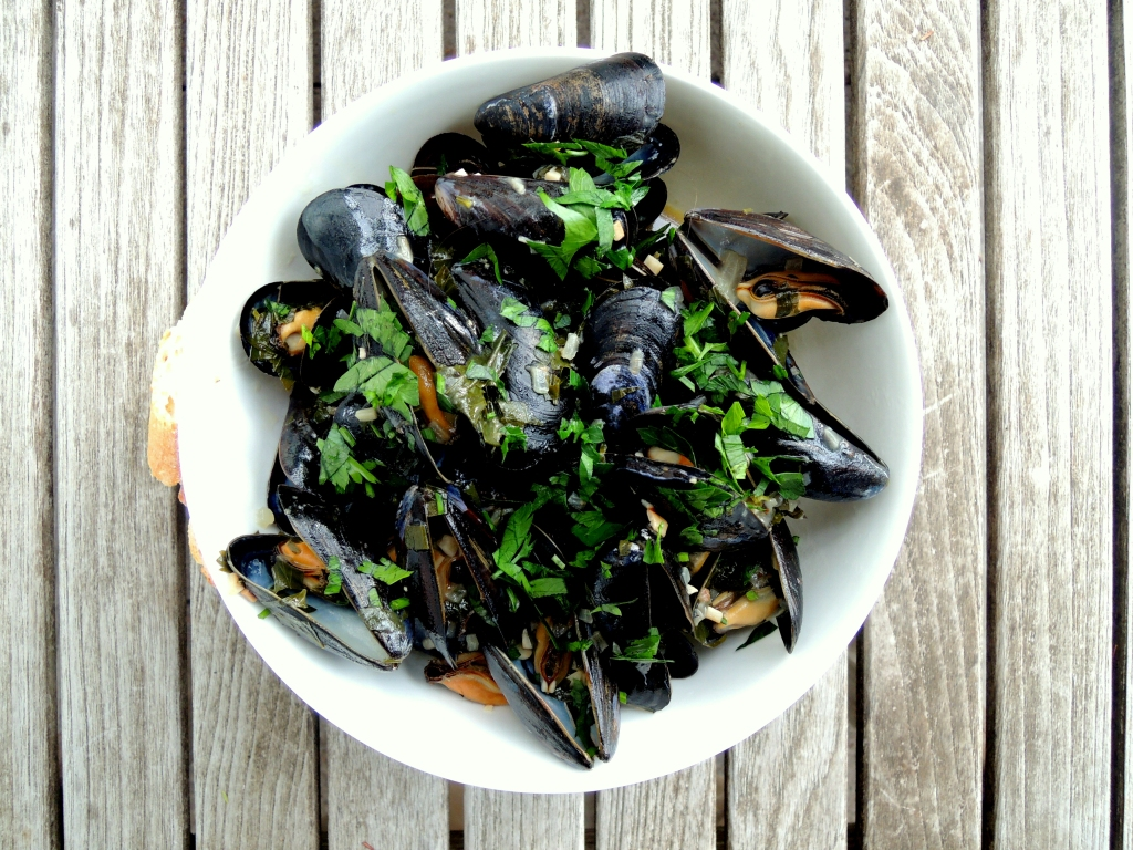 mussels-steamed-in-salsa-verde-spain-1