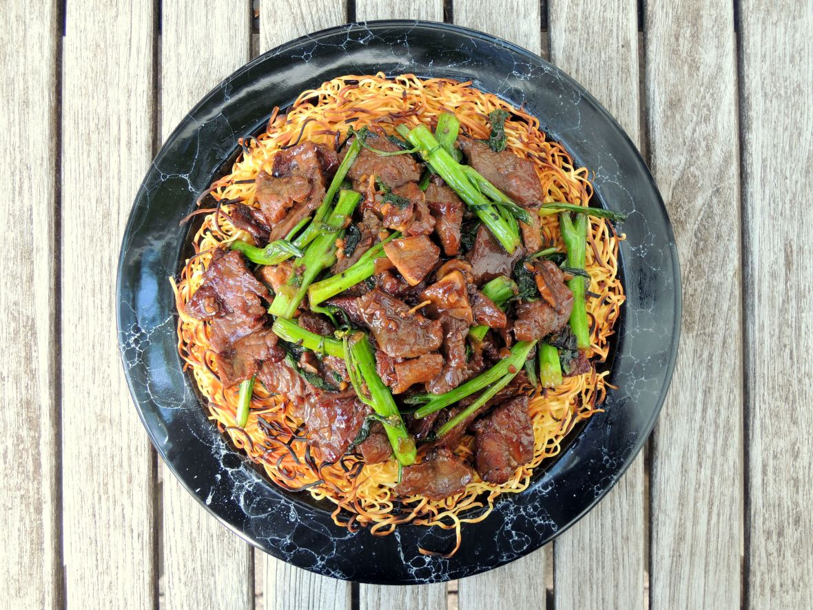 pasta-pan-fried-noodles-with-beef-and-choy-sum-1