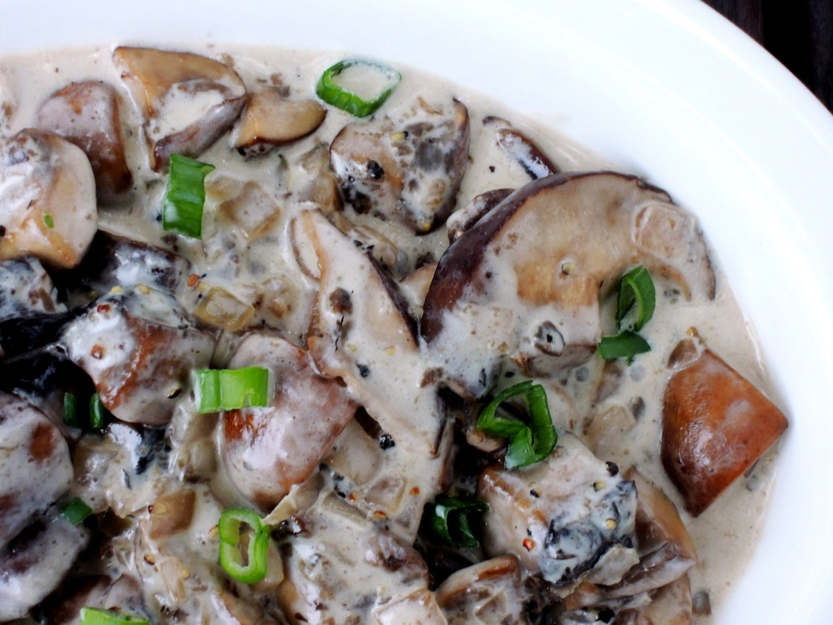 vegetables-mushrooms-sauteed-mushrooms-with-cream-2