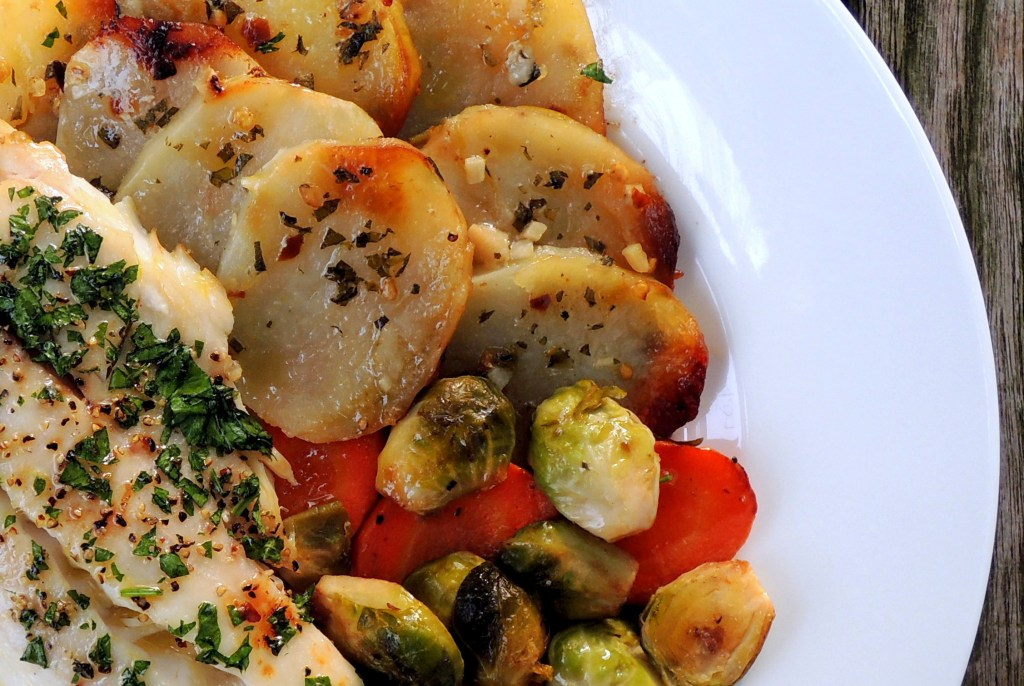 Fish, tilapia, baked tilapia fillets with potatoes, oregano and white wine 4