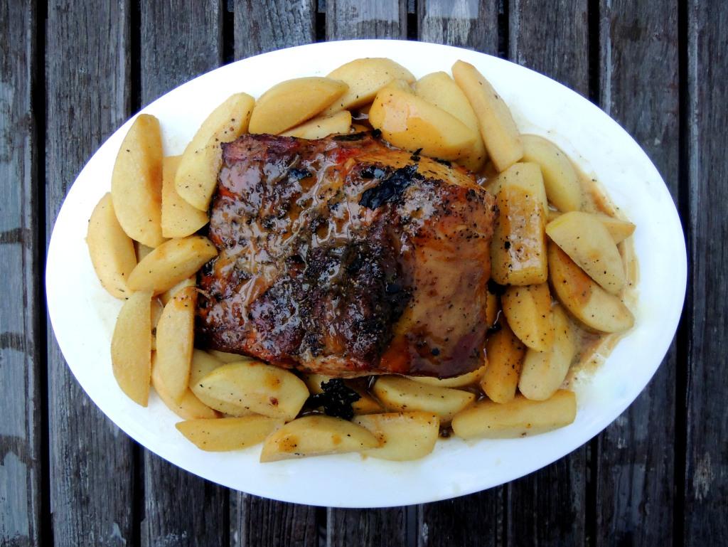 Pork, rib roasts, pork rib roast with apples and calvados cream 1a