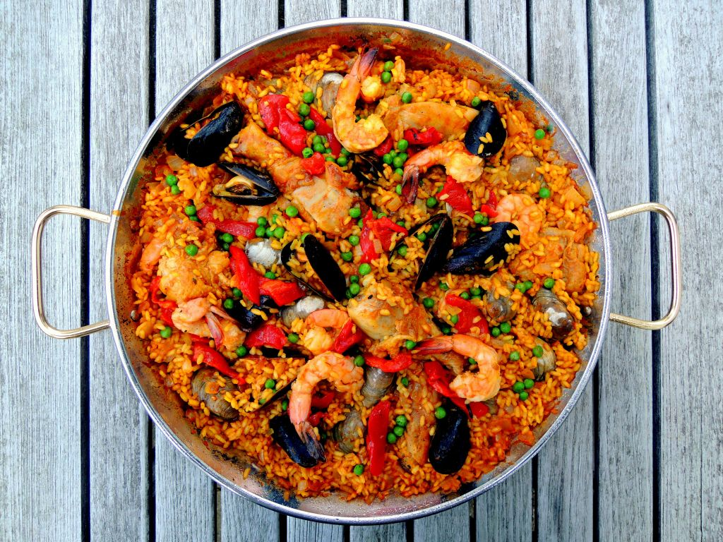 -Rice, rice mains, chicken and seafood paella 1