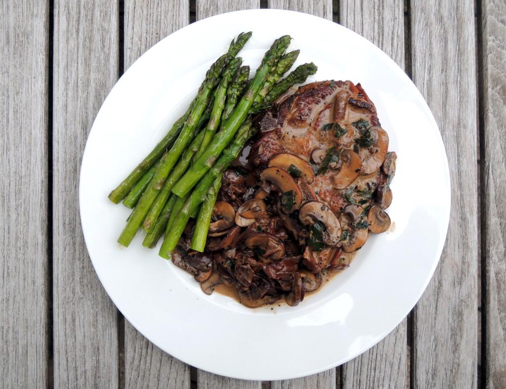 veal, sauteed veal chops, nodini di vitello con funghi e il vino bianco 2 (2)